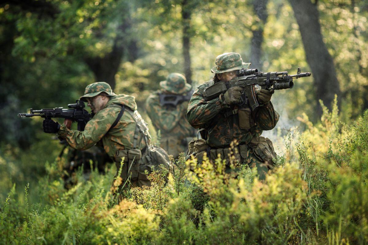 Rüyada Düşman askerine karşı yürümek görmek